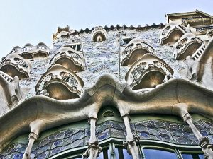 following-footsteps-genius-secret-barcelona-of-gaudi-2